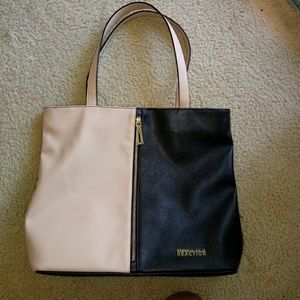 Handbags - HP 💖Kenneth Cole Reaction Tote